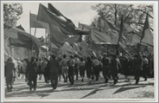 [Uniwersytet Mikołaja Kopernika w Toruniu pochód pierwszomajowy w 1952 r.]