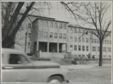 [Uniwersytet Mikołaja Kopernika w Toruniu: budynek Wydziału Matematyki, Fizyki, Chemii ok. 1955 r.]