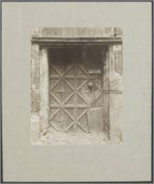[Toruń, boczne drzwi wejściowe do Bazyliki katedralnej św. Jana Chrzciciela i św. Jana Ewangelisty]