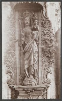 [Toruń, Madonna z Dzieciątkiem - rzeźba w nawie głównej kościoła św. Jakuba]