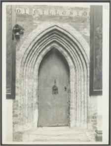 [Toruń, portal w zakrystii kościoła św. Jakuba]