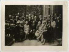 Pracownicy Konsulatu Generalnego RP w Paryżu z żonami