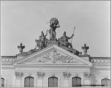 Białystok. Pałac Branickich, tympanon od strony dziedzińca