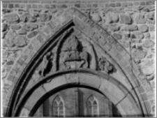 Bierzgłowo. Zamek, tympanon portalu
