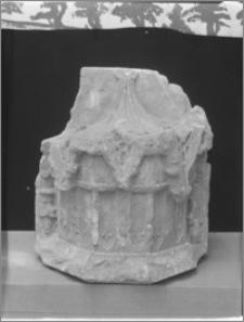 Brodnica. Zamek krzyżacki, element architektoniczny wykopany w ruinach