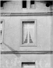 Brodnica. Dom przy ul. Farna 4, okno od ulicy Pocztowej