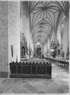 Dobre Miasto [Kościół parafialny pw. Najświętszego Zbawiciela i Wszystkich Świętych - wnętrze, widok na prezbiterium]