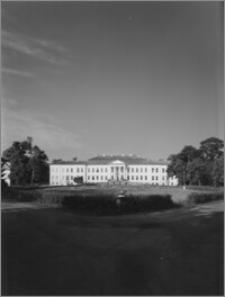 Drogosze [Pałac rodu von Dönhoff - widok od frontu]