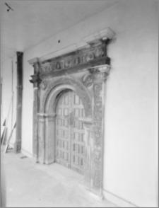 Brzeg. Zamek. Dziedziniec, portal na I piętrze