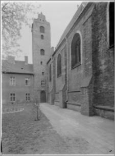 Bydgoszcz. Kościół Garnizonowy pw. Matki Bożej Królowej Pokoju. Wieża i elewacja północna