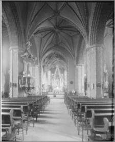 Bydgoszcz. Katedra św. Marcina i Mikołaja. Wnętrze, widok na ołtarz główny