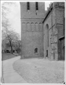 Bydgoszcz. Katedra św. Marcina i Mikołaja. Fragment wieży od strony wschodniej