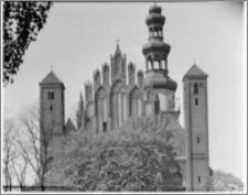 Chełmża. Kościół pokatedralny (parafialny Św. Trójcy) [ob. Konkatedra Św. Trójcy]. Widok od strony wschodniej-szczyt prezbiterium