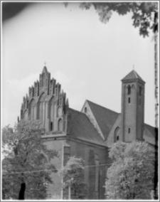 Chełmża. Kościół pokatedralny (parafialny Św. Trójcy) [ob. Konkatedra Św. Trójcy]. Widok od strony północno-wschodniej na szczyt wschodni