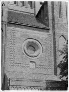 Chełmża. Kościół Parafialny Św. Trójcy [ob. Konkatedra Św. Trójcy]. Elewacja od strony zachodniej-fragment