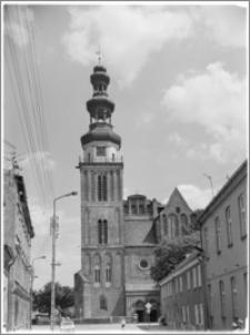 Chełmża. Kościół Parafialny Św. Trójcy [ob. Konkatedra Św. Trójcy]. Widok na elewację zachodnią