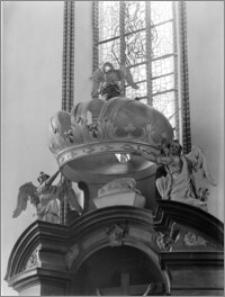 Chełmża. Kościół Parafialny Św. Trójcy [ob. Konkatedra Św. Trójcy]. Zwieńczenie ołtarza bocznego