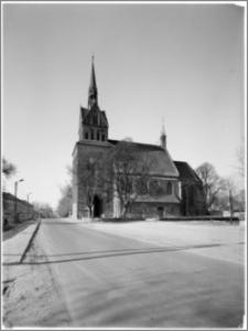 Chociwel. Kościół pw. Matki Boskiej Bolesnej - widok od strony południowej