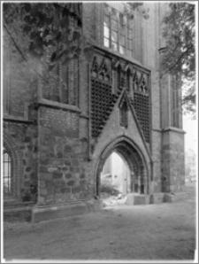 Chojna. Ruiny Kościoła Mariackiego - portal od południa