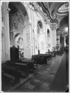 Kraków [Kościół pw. św. Anny – widok z nawy głównej na nawę boczną płn., sztukateria autorstwa Baltazara Fontany]