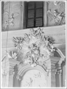Kraków [Kościół pw. św. Anny – ołtarz w transepcie – skrzydło płn, zwieńczenie, sztukateria autorstwa Baltazara Fontany]