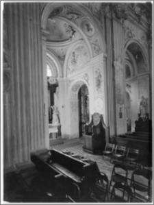 Kraków [Kościół pw. św. Anny – widok z nawy głównej na kaplicę nawy płn., sztukateria autorstwa Baltazara Fontany]