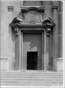 Kraków [Kościół pw. św. Anny – elewacja zach., portal główny, sztukateria autorstwa Baltazara Fontany]