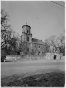 Czacz. Kościół pw. św. Michała Archanioła - widok od strony południowej