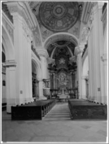 Chojnice. Kościół jezuitów Zwiastowania NMP. Wnętrze-widok na ołtarz główny