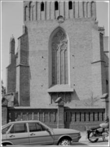 Chełmno. Fara-kościół Wniebowzięcia NMP. Okno na elewacji wschodniej