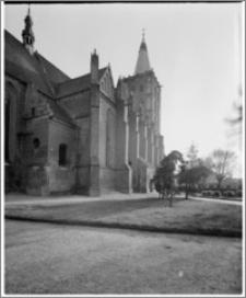 Chełmno. Fara-kościół Wniebowzięcia NMP. Widok na elewację północną