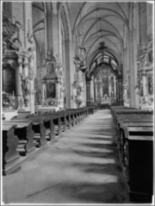 Chełmno. Fara-kościół Wniebowzięcia NMP. Wnętrze-widok na ołtarz główny