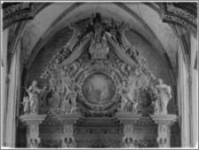 Chełmno. Fara-kościół Wniebowzięcia NMP. Wnętrze-zwieńczenie ołtarza głównego