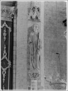 Chełmno. Fara-kościół Wniebowzięcia NMP. Wnętrze-święty Jan na konsoli w nawie głównej