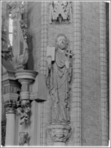 Chełmno. Fara-kościół Wniebowzięcia NMP. Wnętrze-święty Filip na konsoli w nawie głównej