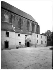 Chełmno. Kościół śś. Jana Apostoła i Jana Ewangelisty (dawny kościół benedyktynek). Widok od strony południowej