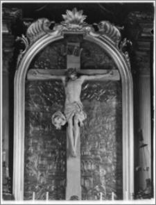Kraków. Kościół Wniebowzięcia NMP (Bazylika Mariacka). Wnętrze. Krucyfiks Wita Stwosza w ołtarzu w nawie południowej