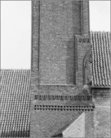 Chełmża. Kościół pokatedralny (parafialny Św. Trójcy) [ob. Konkatedra Św. Trójcy]. Fragment elewacji południowo-wschodniej wieży