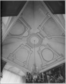 Kraków. Zamek królewski na Wawelu. Stiuki pokoju w wieży na II piętrze