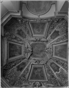 Kraków. Zamek królewski na Wawelu. Sklepienie w gabinecie królewskim w wieży