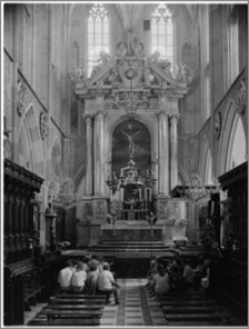 Kraków. Bazylika archikatedralna św. Stanisława i św. Wacława. Wnętrze. Ołtarz główny