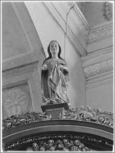 Krosno. Kościół pw. Trójcy Przenajświętszej. Gotycka Madonna w zwieńczeniu ołtarzu bocznego