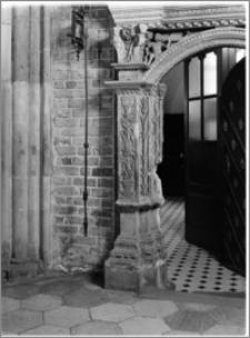 Wrocław. Archikatedra św. Jana Chrzciciela. Fragment portalu do zakrystii