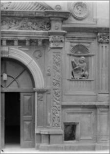 Wrocław. Dom Heinricha von Rybischa przy ul. Ofiar Oświęcimskich 1. Fragment portalu