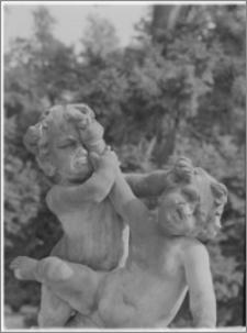 Warszawa. Wilanów. Muzeum Pałacu Króla Jana III. Rzeźby na balustradzie ogrodowej