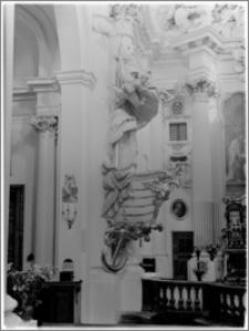 Warszawa. Kościół Wizytek pw. Opieki Św. Józefa Oblubieńca Niepokalanej Bogurodzicy Maryi. Wnętrze - ambona