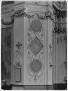 Warszawa. Kościół Bernardynów pw. Św. Antoniego (Padewskiego) z Padwy. Fragment nawy