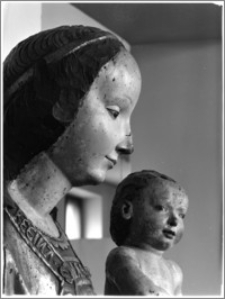 Warszawa. Muzeum Narodowe. Rzeźba gotycka - fragment Piety z Lubiąża