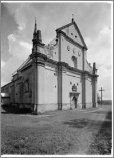 Raków. Kościół pw. Św. Trójcy - elewacja zachodnia