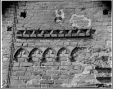 Radzyń Chełmiński. Zamek. Fryz przy bramie w elewacji południowej